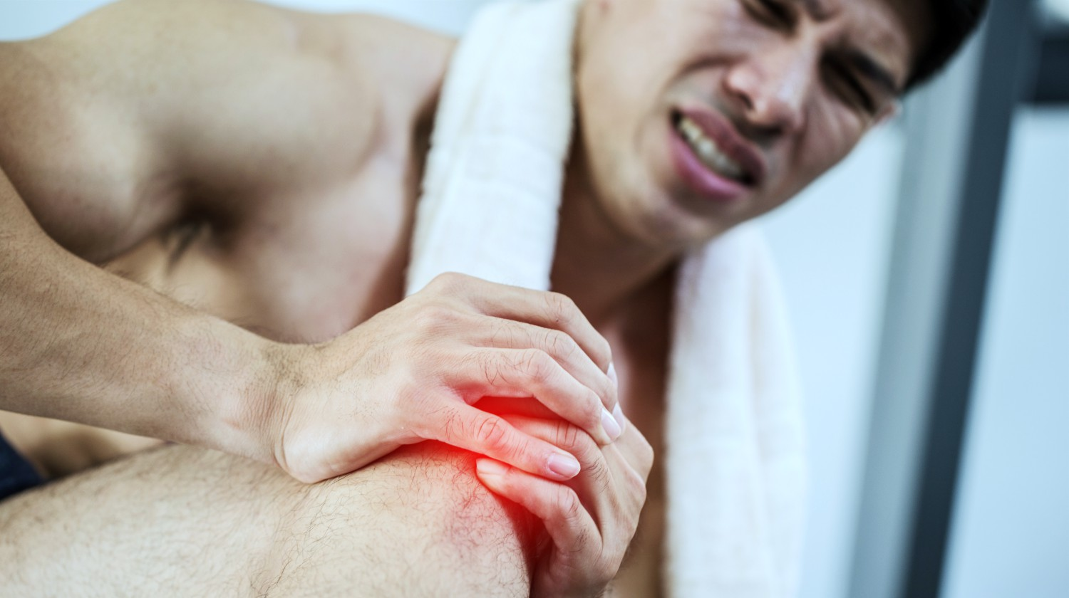 Feature | asian man injury kneecap | How Lipopolysaccharide Contributes To Joint Pain | lps lipopolysaccharide