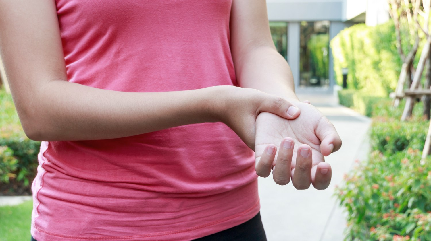 Featured | woman having hand pain | Mysterious Wrist Pain Symptoms, Causes, and Treatment | pain in the wrist